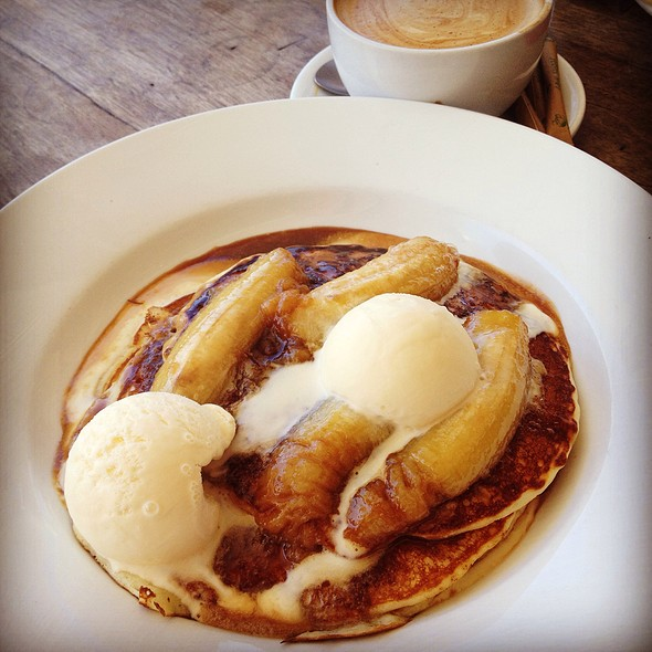 Buttermilk Pancake With Caramelised Banana And Vanilla Ice Cream @ Foodies Deli Cafe