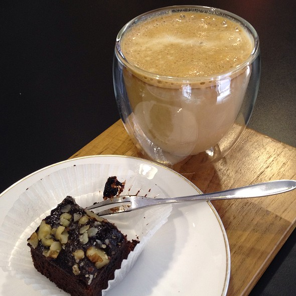 Iced Cafe Latte And Brownie @ 咖啡基因