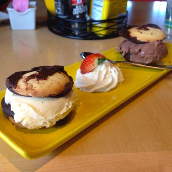 Berger Cookie Ice Cream Sandwiches @ Dempsey's Brew Pub and Restaurant