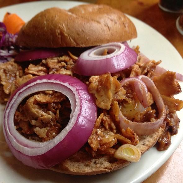 Vegetarian Pulled Pork Sandwich @ Liquid Earth