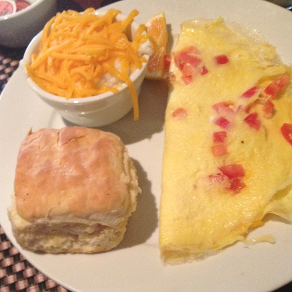 Cheddar And Tomato Omelette Grits And Biscuit - Eli's Table, Charleston, SC