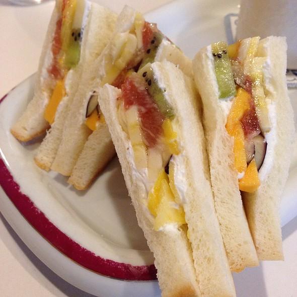 Fruit Sandwich @ フルーツパーラーフクナガ