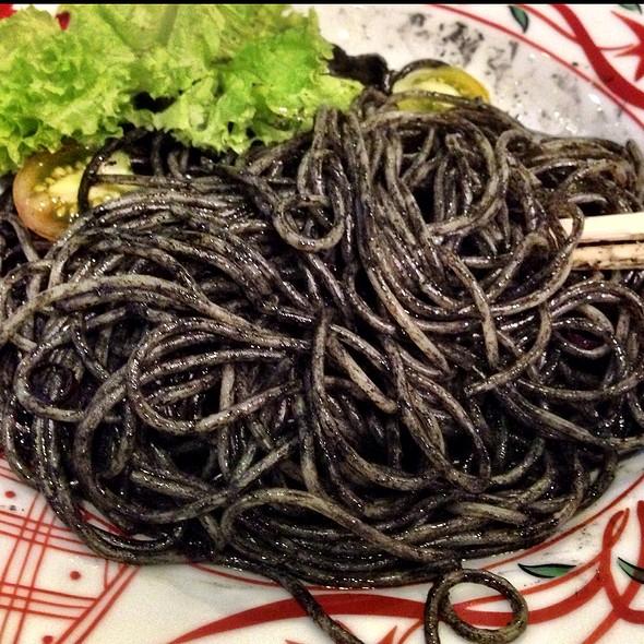 Squid Ink Pasta @ Yomenya Goemon