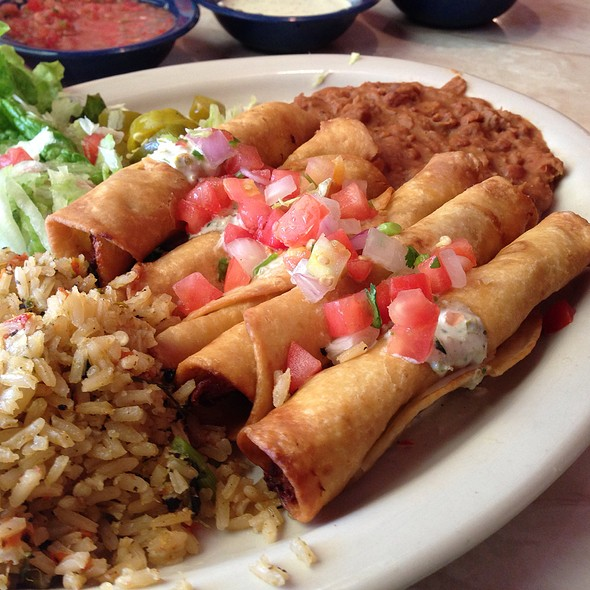 Green Chile Chicken Taquitos @ Chuy's