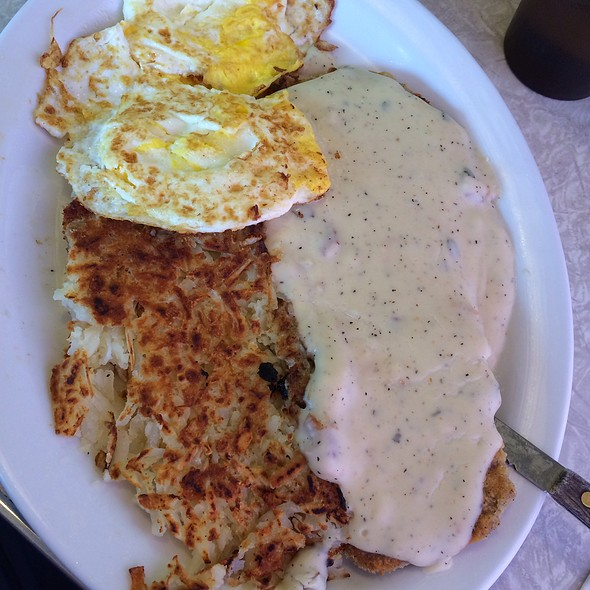 En Fried Steak And Eggs At Carlos Country Kitchen