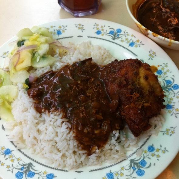 Nasi Kandar Ayam Goreng @ Kayu Nasi Kandar Taipan