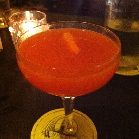 The Living Cocktail @ Henry, A Liquor Bar