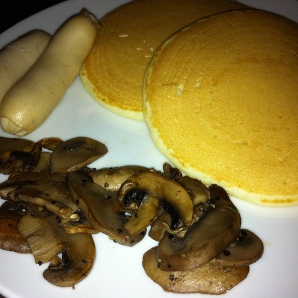 Short Stack w Sauteed Mushrooms & Chicken Chipolata @ Strictly Pancakes