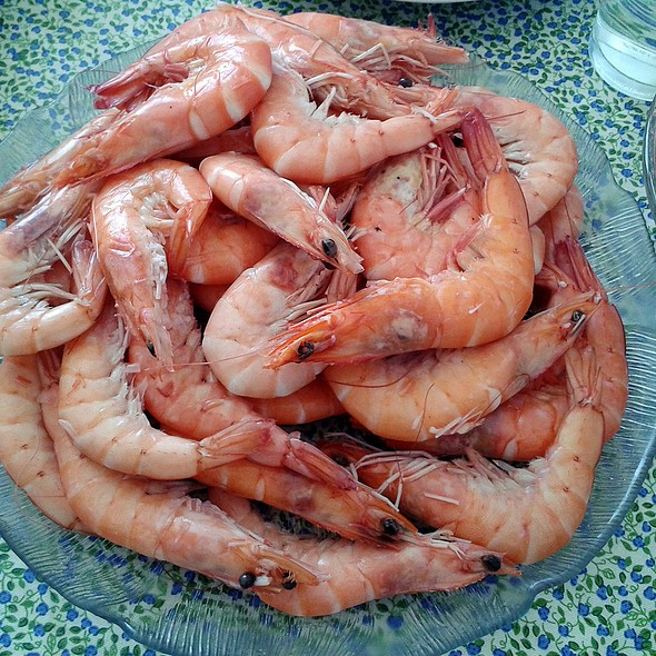 Boiled king prawns @ Churchilita solita