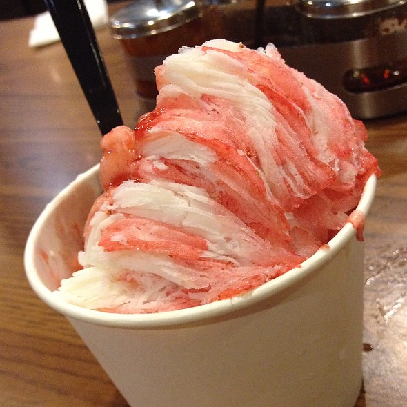 Strawberry Ribbon Ice @ Boiling Point