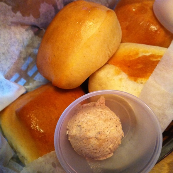 Fresh Rolls W/ Cinnamon Butter @ Texas Roadhouse