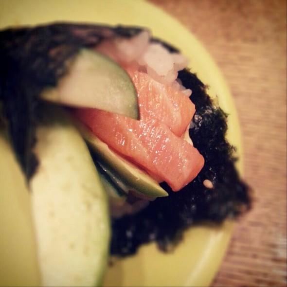 Salmon Handroll