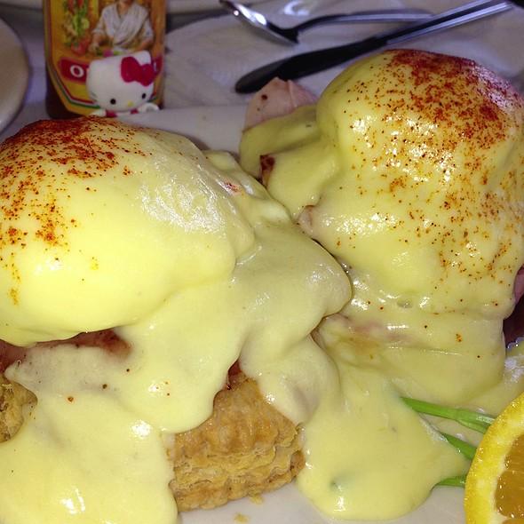Eggs Benedict Napoleos