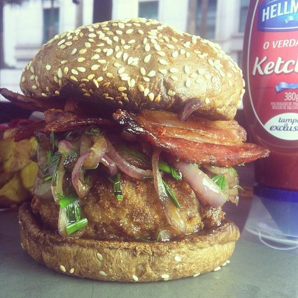 Top Du Top Burger @ La Maison Est Tombée