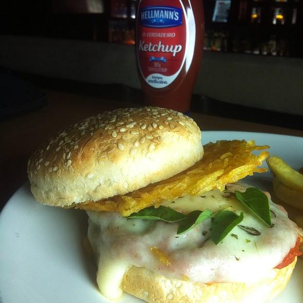 Hamburger Parmegiana @ Na Mata Café