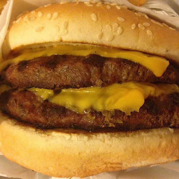 Double Cheeseburger @ Douglas Burgers No 23
