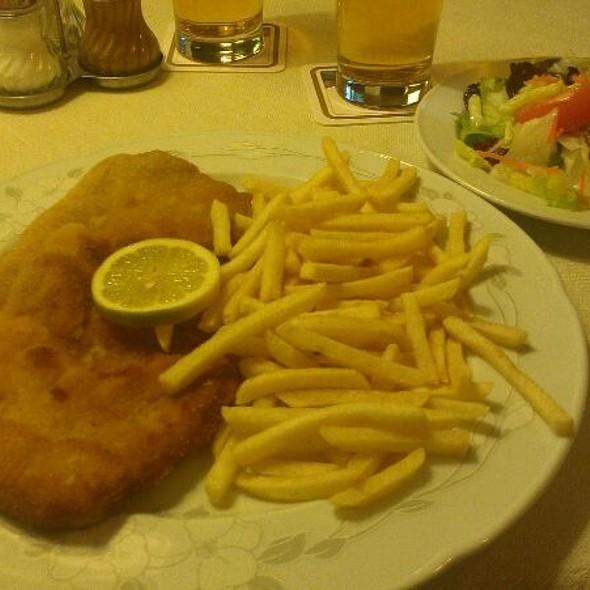 """Schnitzel @ Hotel Restaurant """"Zum Schloßwirt"""""""