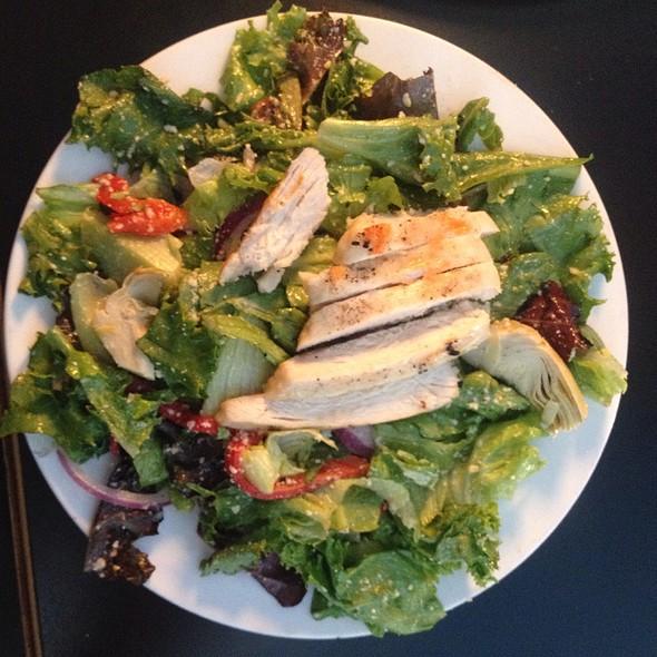 St. Louis Salad W Chicken @ The Fountain On Locust