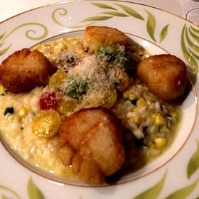 Scallops With Corn And Tomato Rissotto