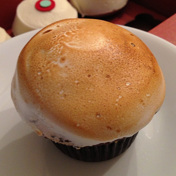S'more Cupcake @ Sprinkles Cupcakes