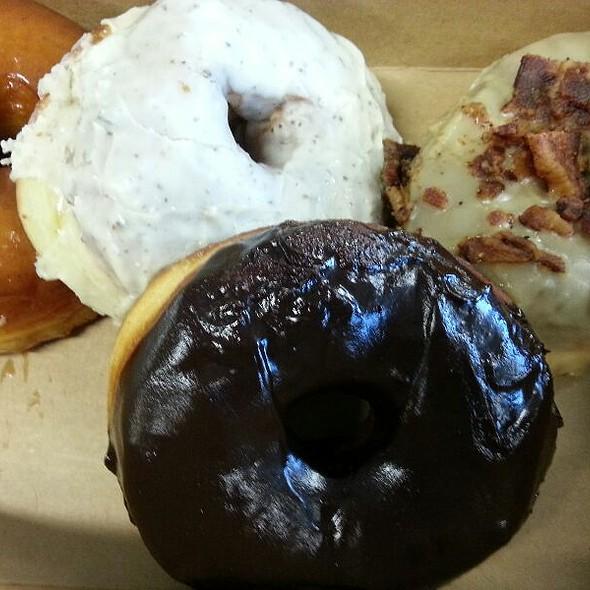 Vanilla Bean, Chocolate Chipotle, Maple Bacon Donuts @ Union Square Donuts