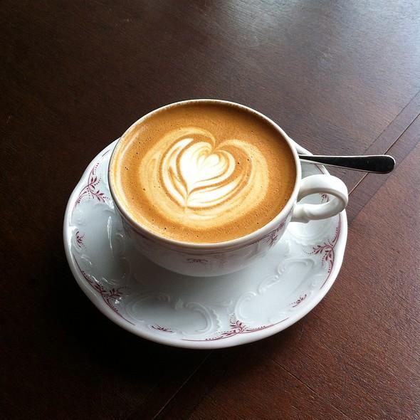 Cappuccino @ CAfe Lomi
