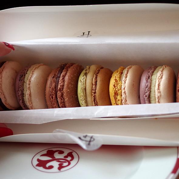 Macaron happy box @ Pierre Herme