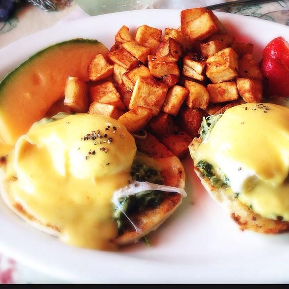 Eggs Sardou @ The Mason Jar