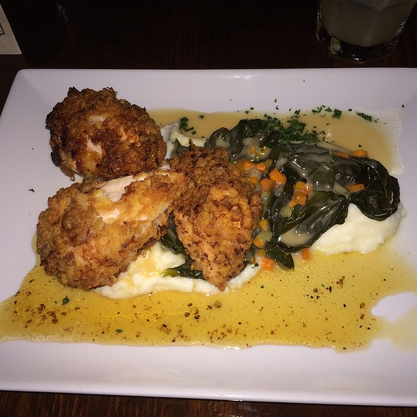 Fried Chicken & Mashed Potatoes @ The Tipsy Pig