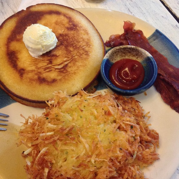 Buttermilk Pancakes, Bacon, And Hashbrown @ Rustic Mornings By Isabelo