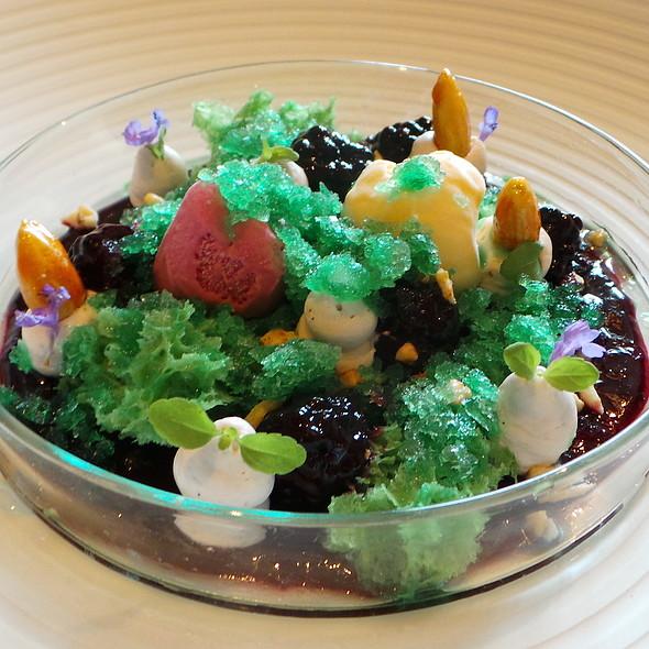 Blackberry, Mint, Almonds, Milk @ Gourmetrestaurant Überfahrt
