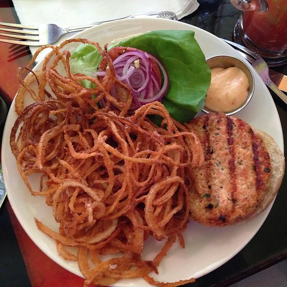 Salmon burger @ Chez Lola