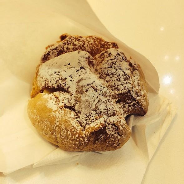 Original Vanilla Cream Puff @ Beard Papa Sweets Cafe SF Center