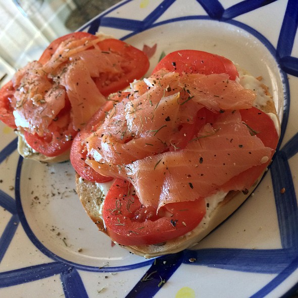 Bagels With Lox, Tomato, Onion @ Home