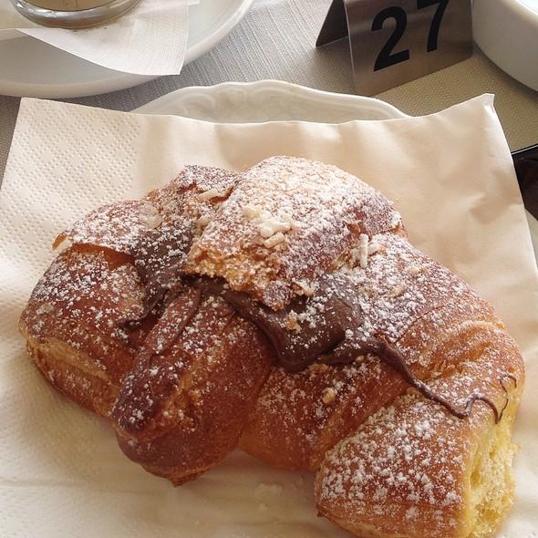 Croissant @ Piazza del Popolo
