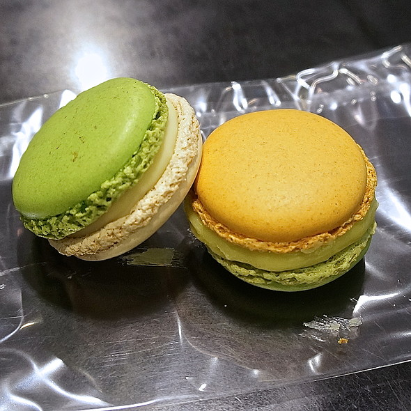 macarons – Jardin Velouté Citron Vert (lime and yogurt) and Jardin Merveilleux (cucumber and olive oil)