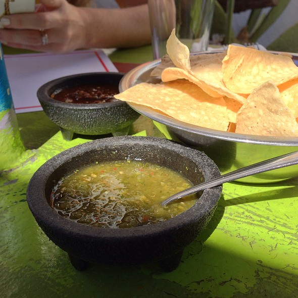 Chips and Salsa @ Los Dos Molinos