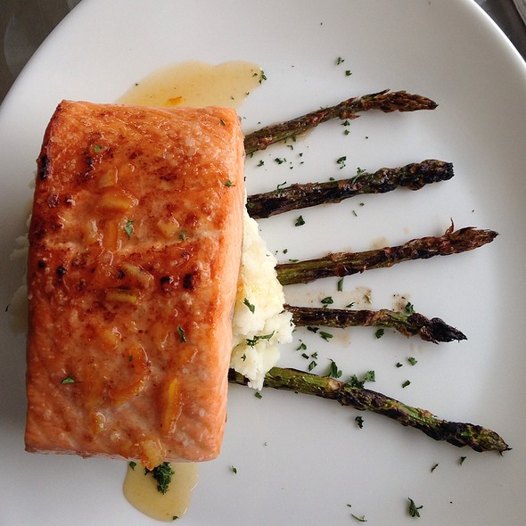 Salmon with Asparagus @ EvenTide Grille