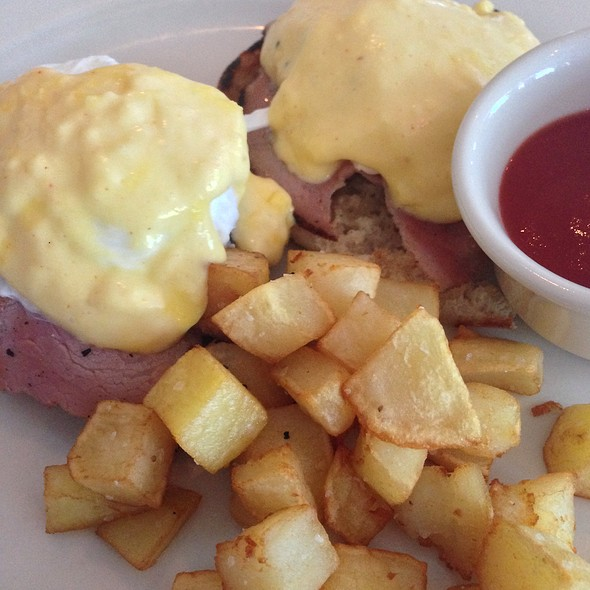 Eggs Benedict - Gramercy Bistro, North Adams, MA