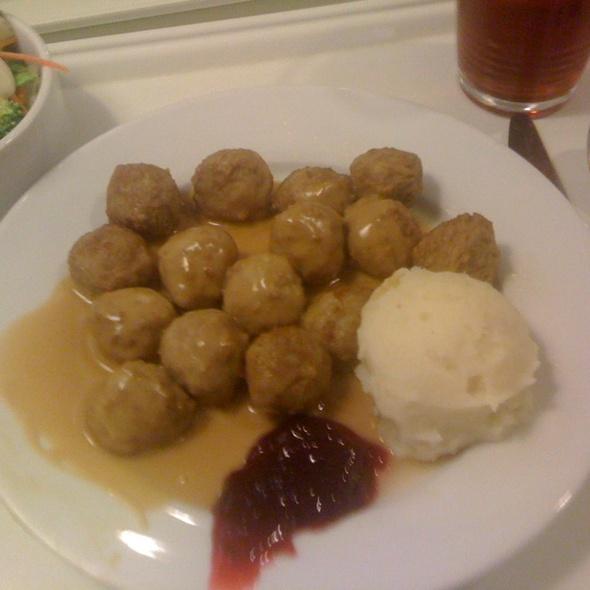 Swedish Meatballs, Mashed Potatoes And Lingonberry Sauce @ IKEA San Diego, CA