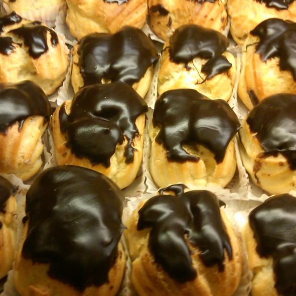 Cream Puff @ Ferrara Bakery & Cafe