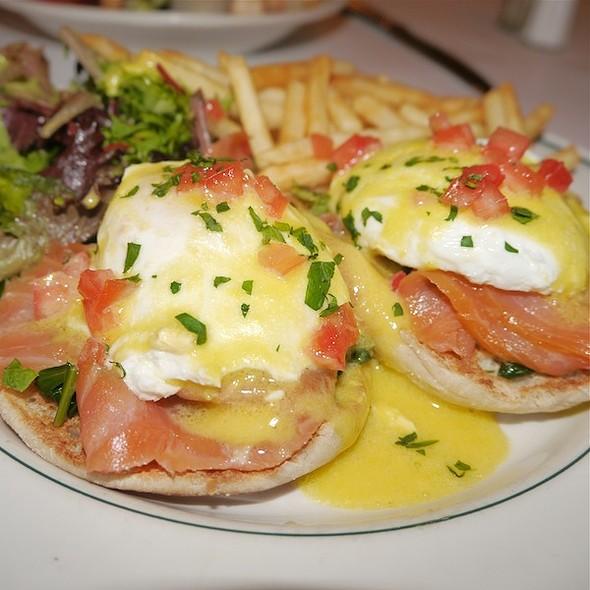 Eggs Benedict @ Le Charlot