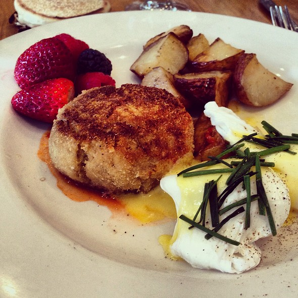 Eggs Benedict and Maryland Crab Cake - 44 1/2 Hell's Kitchen, New York, NY