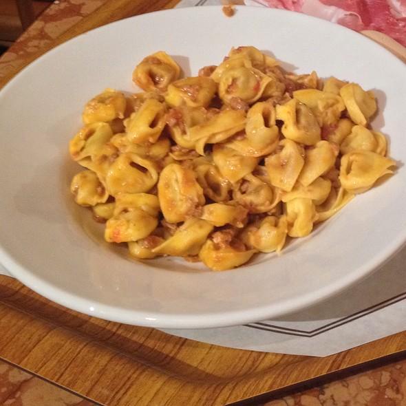 Tortellini al Ragu Bolognese @ Tamburini
