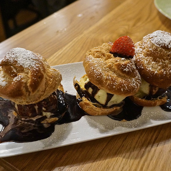 Profiteroles - vanilla ice cream, warm chocolate sauce, choux pastry - Chez Moi, Chicago, IL