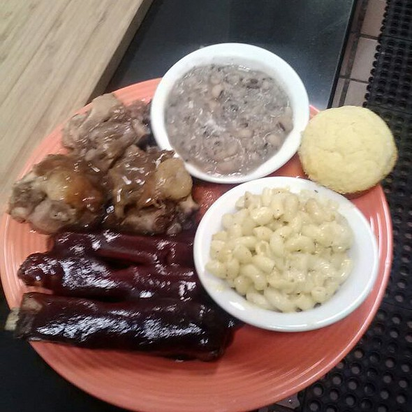 Bbq Ribs, Oxtails, Black Eyed Peas, Mac and Cheese and Corn Bread