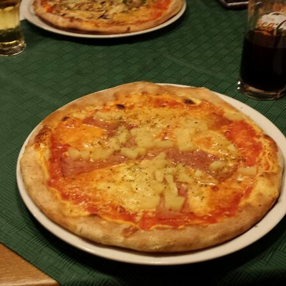 Pizza Hawai @ La Taverna
