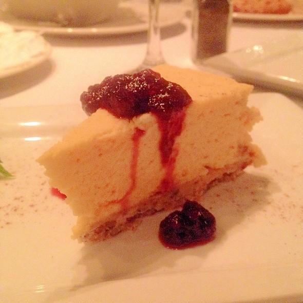 Cheesecake - Annie Gunn's, Chesterfield, MO