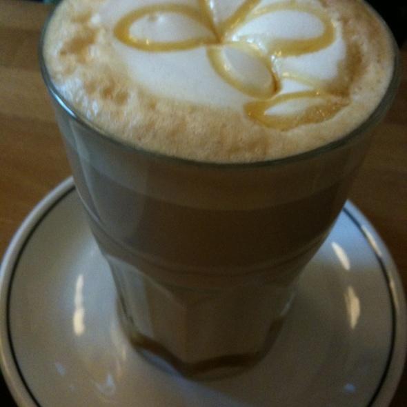 Chai Latte @ Barcomi's Kaffeerösterei