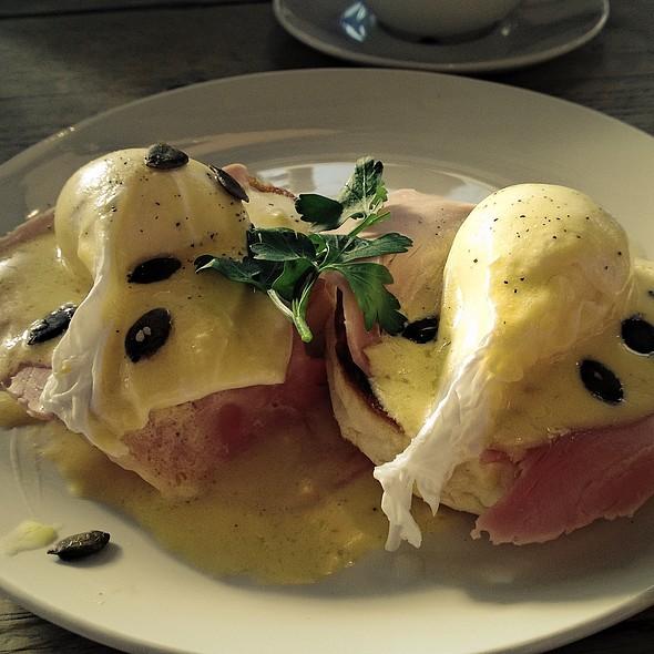 Eggs Benedict @ Bill's
